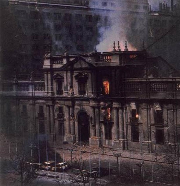 La Moneda en llamas