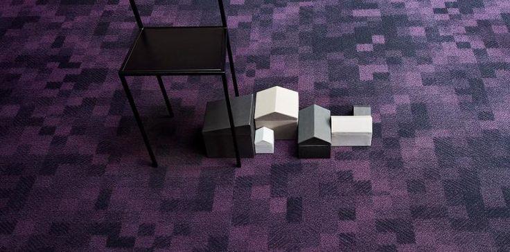 Fialový vzorovaný koberec do hotelů a kanceláří, podlahy BOCA. / Purple patterned carpet for the hotels and offices.