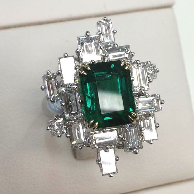 Magnificent no oil Colombian emerald ring handmade by @qiuqiu_he. Via Muzo Emeralds http://amzn.to/2ryWDlp