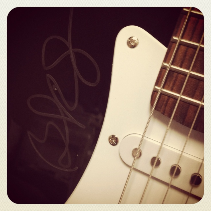 Electric guitar signed by Brad Paisley! ENTER TO WIN IT: Electric Guitar