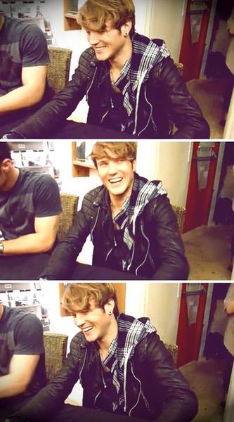dougie poynter, I love when he smiles