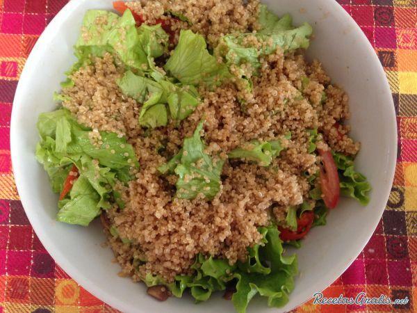 Aprende a preparar ensalada de quinoa con esta rica y fácil receta. La quinoa es un alimento que cada vez se consume más por sus múltiples beneficios, su fácil...