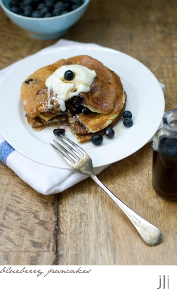 blueberry buttermilk pancakes...mmmmmmmm, comfort food!