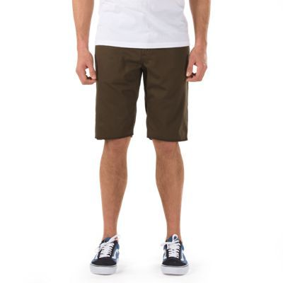 Part of Anthony Van Engelen's AV Collection, the AV Covina short, made of 87% cotton/12% polyester/1% elastane, is a 5-pocket stretch twill cut-off short with a slim fit. The model is 6' and wearing a size 32.