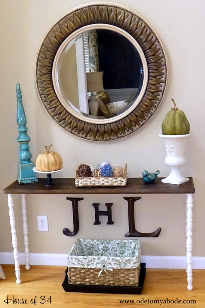 Entry way table. Like the ideas
