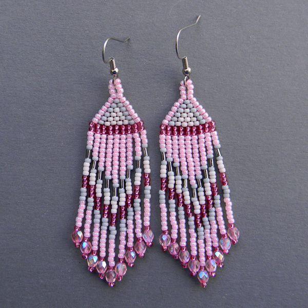 Нежно-розовые серьги из бисера