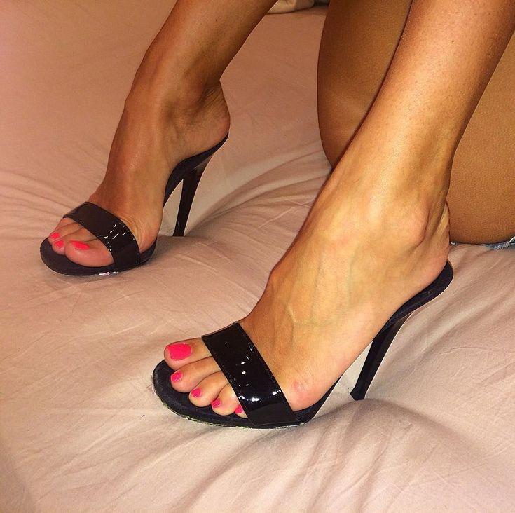 High heels can fix a whole lot of problems #hothighheelsstilettos #stilettoheelsplatform