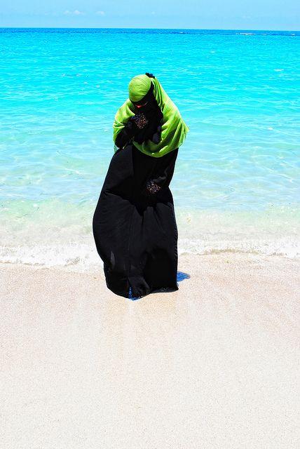 Niqabi at the ocean