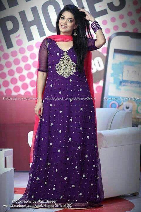 Formal Pakistani dress wearing Sanam Jang