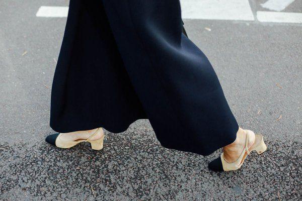 Los verás por la calle y suspirarás: los zapatos bicolor de @CHANEL. https://t.co/jKX24JZxL6
