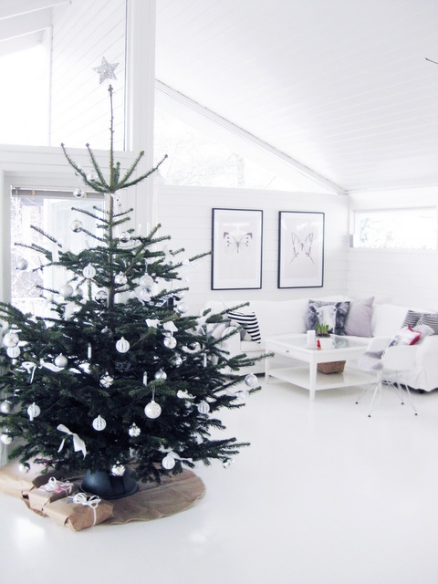 .Xmas Trees, Christmas Time, Minimalist Christmas, Winter Trees, Joulu X Ma, White Christmas, Christmas Decor, Christmas Trees, White Ornaments