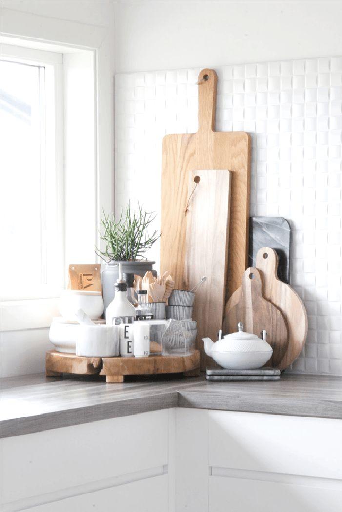 Een snijplank in de keuken is een must. Van een marmeren variant tot een houten exemplaar. Wij inspireren je met de mooiste snijplanken als statement piece.