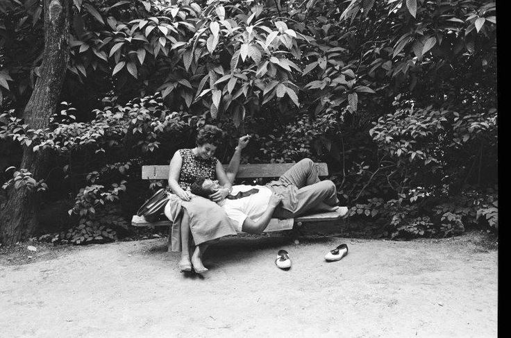 Harry Weber.Καλοκαίρι στήν Αθήνα 1964. Εθνικός κήπος Χαλάρωμα στο παγγάκι.