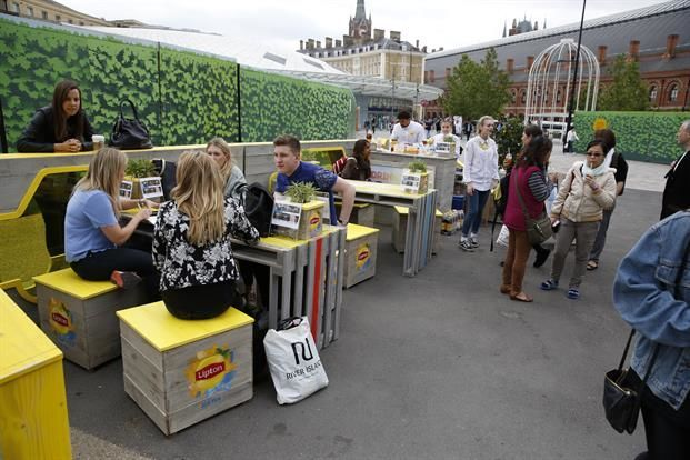 office break - Across the United States, Lipton is launching an experiential office break tour in order to provide employees relief from mid-day slumps.   Over th...