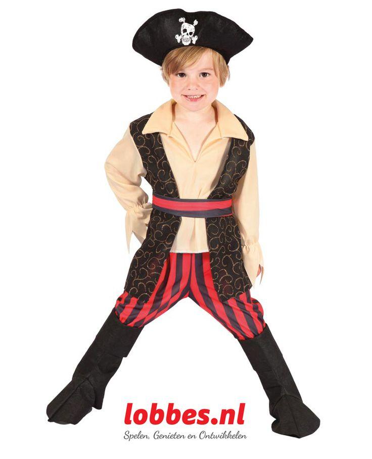 Verkleed je als een stoere piraat met deze complete set. Inhoud: hoed, shirt met vest, broek en beenkappen. Brandvertragend.