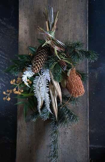 昨日の続き、お正月スワッグの紹介です。松とバンクシアのスワッグ。アワとユリの実のスワッグ。クロキビとサンキライのスワッグ。バンクシアとユリの実のスワッグ。...