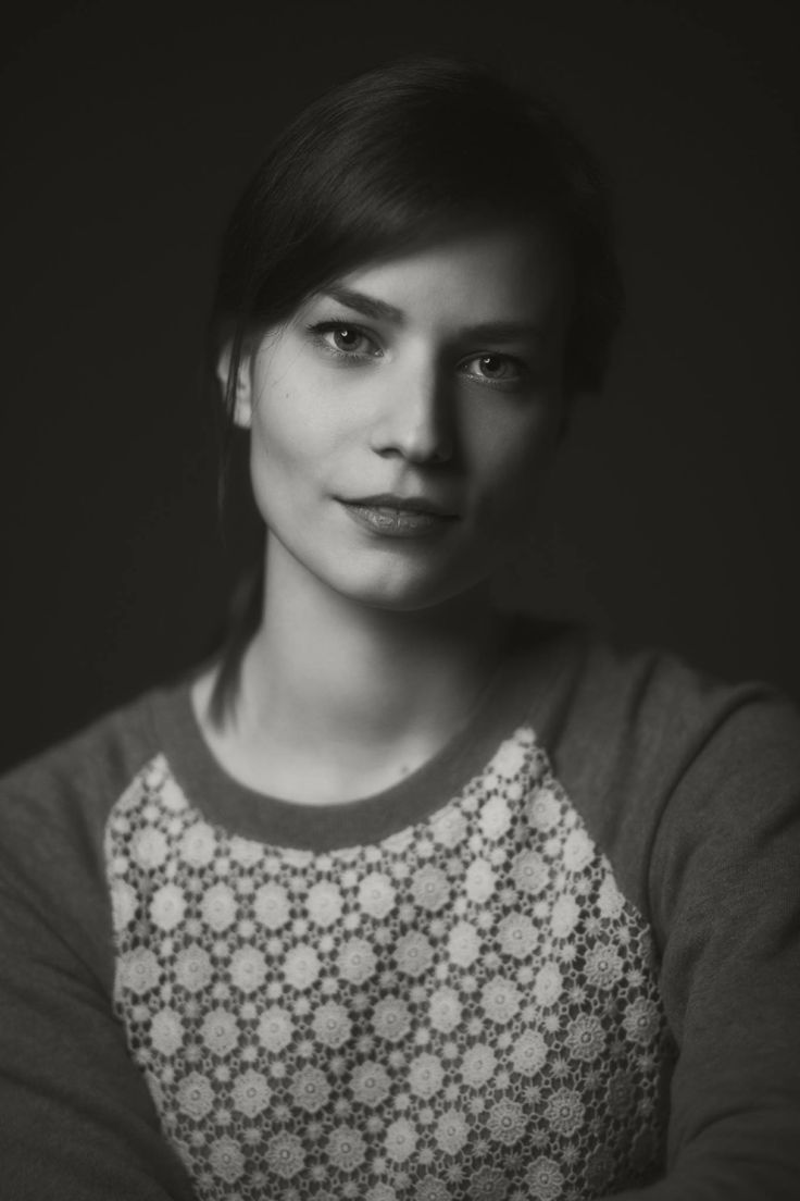 Clasic simple portrait of beautiful woman, black and white