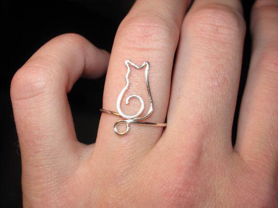 Alambre envuelto minúsculo Kitty hecha a pedido anillos