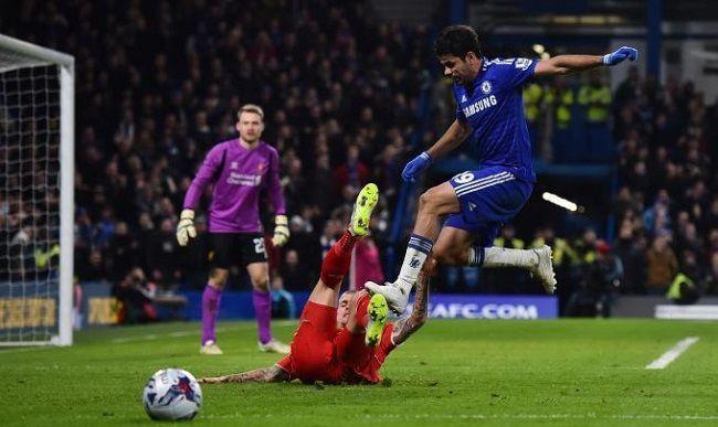 Puchar Ligi Angielskiej • Diego Costa brutalnie zachował się w meczu Chelsea Londyn vs FC Liverpool • Wejdź i zobacz faule Costy >>