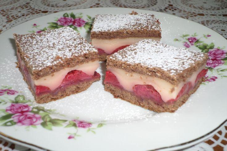 Jahodovy kolač s pudingom