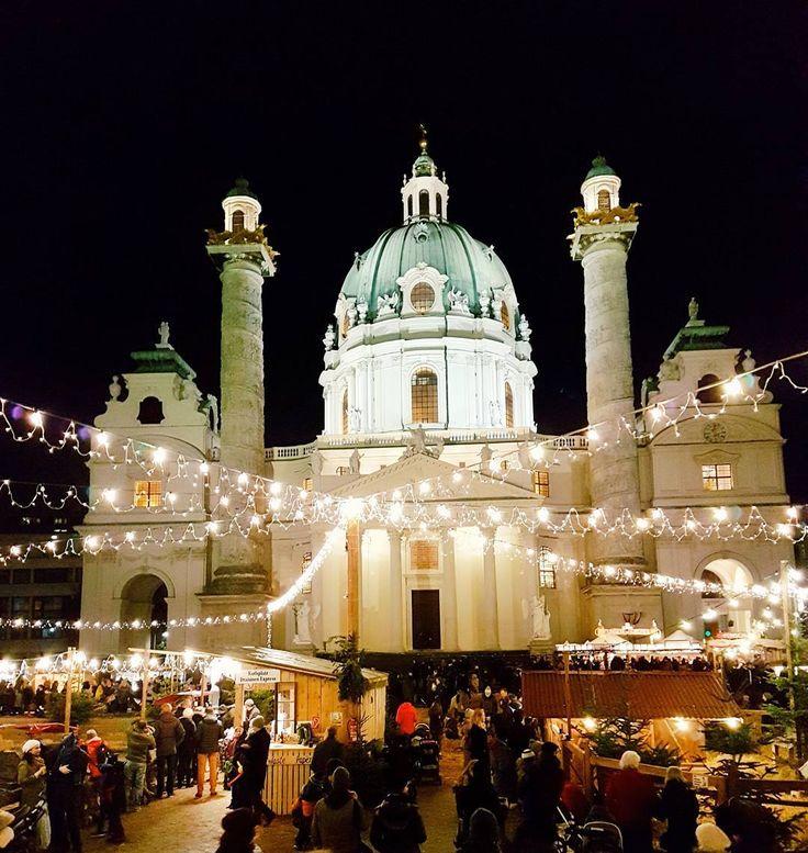 Wie alles funkelt ✨ Wir lassen das Wochenende bei dem ein oder anderen Punsch am Weihnachtsmarkt am Karlsplatz ausklingen. Habt einen schönen Sonntagabend. We ❤ Vienna #1000thingsinvienna #wien #vienna #igersvienna #viennablogger #austrianblogger #wonderlustvienna #wienjetzt #vienna #welovevienna #wienliebe