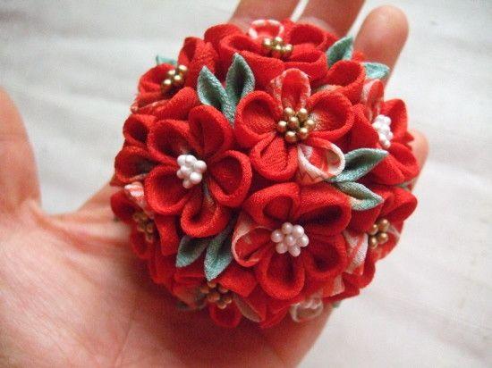 黒引きに合わせる花嫁の赤いブーケかんざし〜途中経過 の画像|つまみ細工教室⭐︎ ひなぎく「花夢月比売」