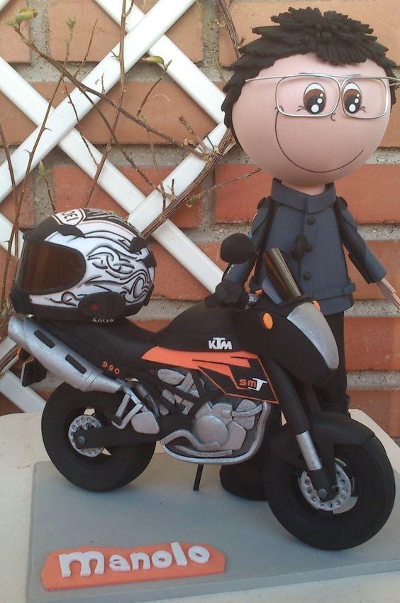 Motorista, moto y casco. Todo realizado con Goma Eva: