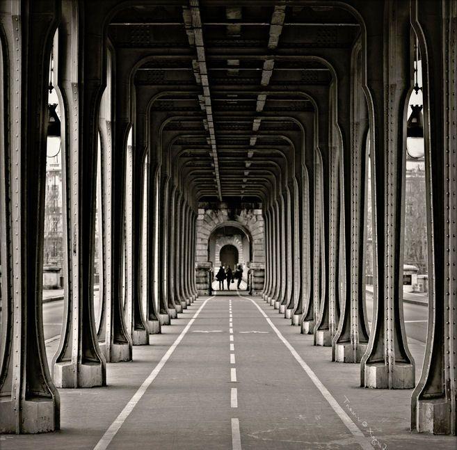 Sous le pont de Bir-Hakeim : Vos plus belles photos en noir et blanc - Linternaute.com Photo numérique