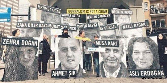 """Uluslararası Af Örgütü, Rotterdam'daki Türkiye Konsolosluğu ve Lahey Türkiye Büyükelçiliği önünde Türkiye'de """"gazetecilere uygulanan baskıyı"""" protesto etti."""