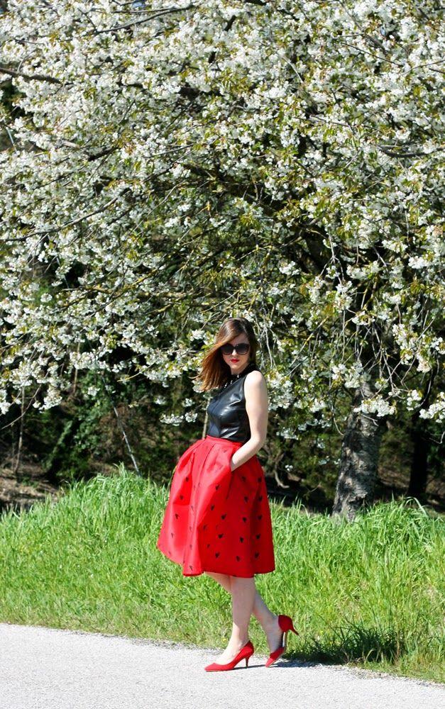 Amemipiacecosi Fashion Blog: #Outfit: #midiskirt rossa e #top smanicato in pelle  #fashionblogger #italianfashionblogger #ootd