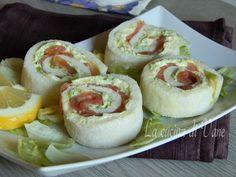 girelle al salmone antipasto di Natale facile e veloce da fare, da preparare anche in anticipo. Antipasto Vigilia con salmone. Idea antipasto Natale.