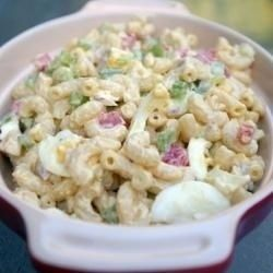 Easy Cold Pasta Salad Recipes Are you looking for a tasty lunch idea or do you want to make a flavorful side dish to go with burgers or chicken? If so, easy cold pasta salad recipes are just the thing. Choose your favorite pasta, perhaps macaroni or penne, and cook it to al dente, then add mayonnaise and seasonings when it has cooled down enough.