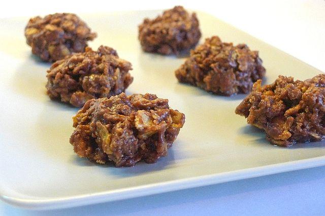 КОНФЕТЫ:     конфеты ирис - 200гр     шоколад - 100гр     масло сливочное - 50гр     кукурузные хлопья - 110гр