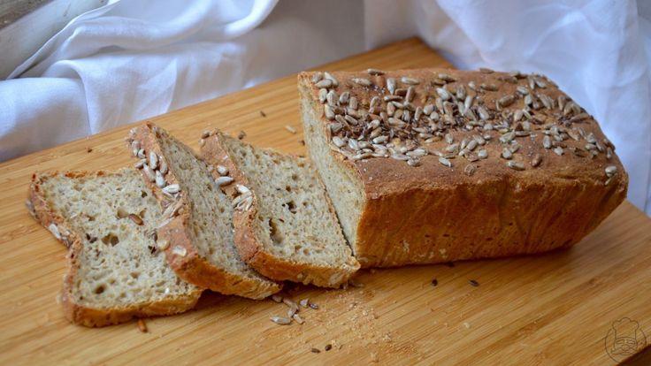Jednoduchý chléb bez nástrah a potřeb domácího kvásku. Variabilní a chuťově skvělý. A to nejlepší? Přesně víte, co obsahuje.