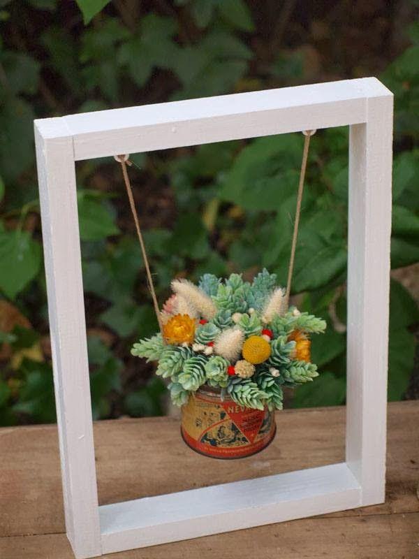 centro de mesa: flores en columpio