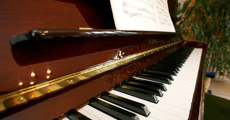 Cómo tocar el piano con tablatura númerica. Las tablaturas para piano son un sistema de escritura rápida para tocar el piano, aunque no reemplaza el aprender a leer música. Pueden ser difíciles de leer, pero una vez que se aprenden, son más fáciles para el músico leerlas a primera vista que las partituras. Para el compositor, las tablaturas le permiten ahorrar recursos como papel y tiempo. ...