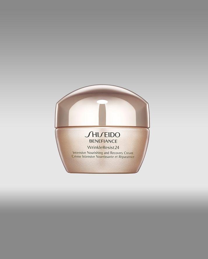 La Shiseido intensive nourishing and recovery cream, ripara i danni dell'invecchiamento e dei raggi UV, aiuta il recupero della pelle da secchezza e screpolature, lasciando la pelle liscia ed elastica. Da applicare mattino e sera come trattamento in caso di pelle danneggiata. Fonte: http://www.shiseido.it/