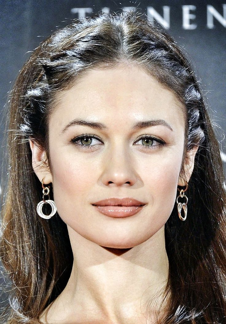 Olga Kurylenko, i like those braids. super pretty