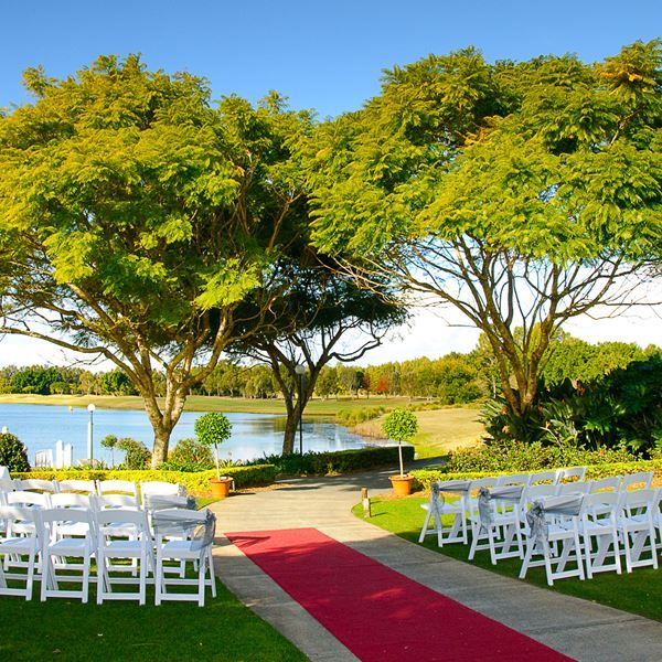 Say I-do in this absolutely beautiful garden with lakeviews