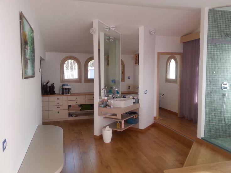 #Baño #Dormitorio #Tocador #moderno #decoracion via @planreforma #sanitarios #encimeras #espejos #rehabilitación #griferia #peldaños #madera