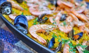Groupon - Paella con 1 kg di pesce e vino (sconto fino a 64%) a Grugliasco. Prezzo Groupon: €24,90