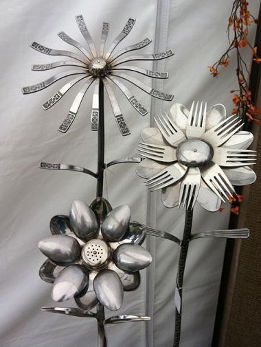 DIY Welded Silverware Garden Flowers...  ---- http://diycozyhome.com/diy-welded-silverware-garden-flowers/