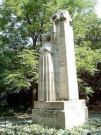 Munkácsy Mihály sírja-Budapest Kerepesi temető (Telcs Ede alkotása)