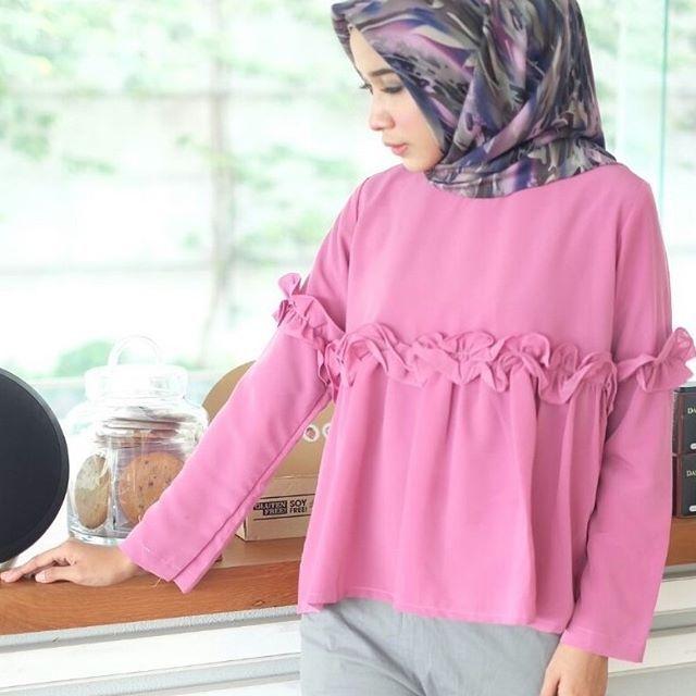 ㅤㅤ Ready A130@55rb (KHUSUS GROSIR) bahan peach sofie seri 4 warna LD 100 cm P 60cm ㅤ new upload nih untuk reseller kesayanganku konveksi busana muslim, wholesale yah sis...... Contact us for more detail line: @ konveksi.hijab (pakai tanda @ yah) WA: 0858 8533 3907 store location: PGMTA lantai LG blok B no.176 Menerima pembuatan model minimal 5 lusin yah sis untuk 1 model... #olshopsemarang #exploresemarang #onlineshopsemarang #semarangolshop #hijabsemarang #malang #olshopmalang #ex...