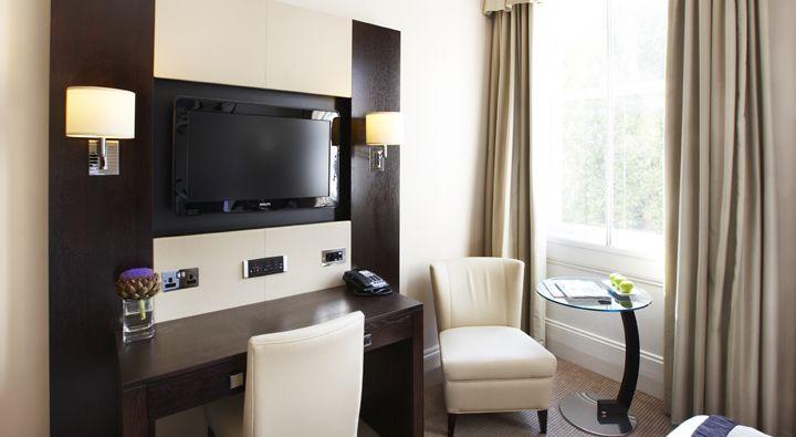 An Executive King Room at Rydges Kensington London.