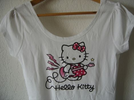 tshirt #Hello #Kitty #hellokitty #guitare #electrique #rock #mode #femme 12,00 € http://www.videdressing.com/tops-tee-shirts/h-m/p-2532521.html?utm_source=pinterest&utm_medium=pinterest_share&utm_campaign=FR_Femme_V%C3%AAtements_Hauts_2532521_pinterest_share