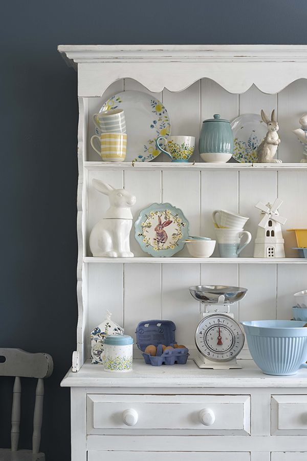 Choose farmhouse style with a woodland twist and freshen up your kitchen for spring. Duck egg blues and honey highlights paired with floral details bring this vintage trend to life.