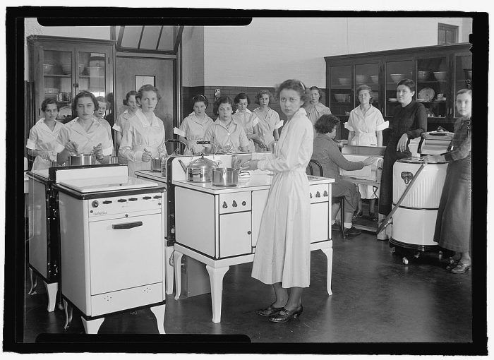 7. A cooking class at Chevy Chase High School in Bethesda, Maryland. Seems like this wasn't an elective for gentlemen.