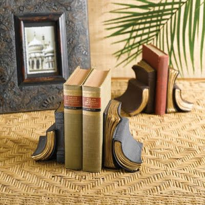 Old Vinyl Records Bookends: Cool bookends created using old vinyl albums.