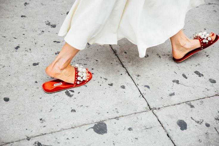 NYFW Street Style pearl shoes  | @KatyaGuseinova